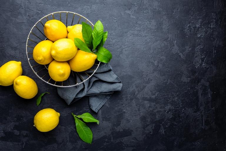 画像に alt 属性が指定されていません。ファイル名: lemon-fresh-lemons-with-leaves-PYDT4XV.jpg