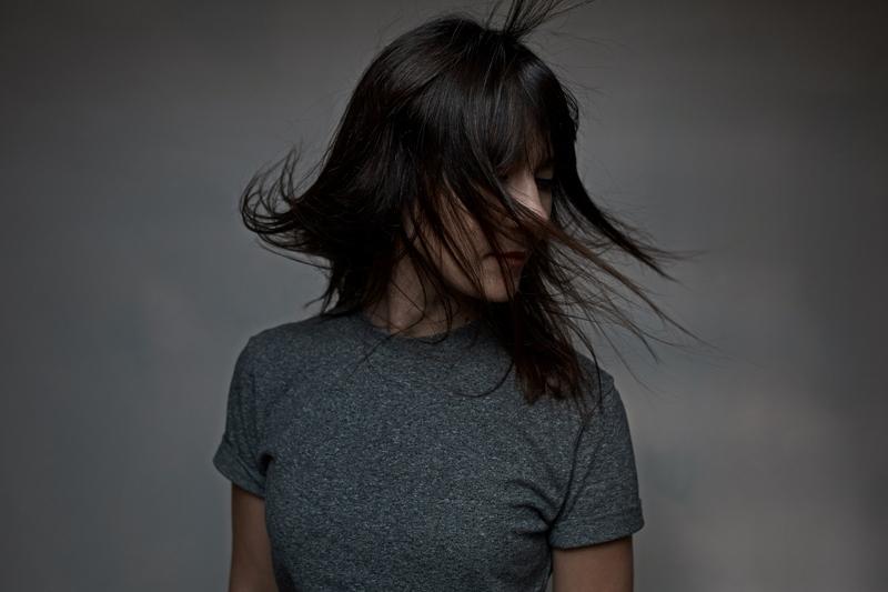 画像に alt 属性が指定されていません。ファイル名: woman-with-flying-hair-PZBX9RP.jpg